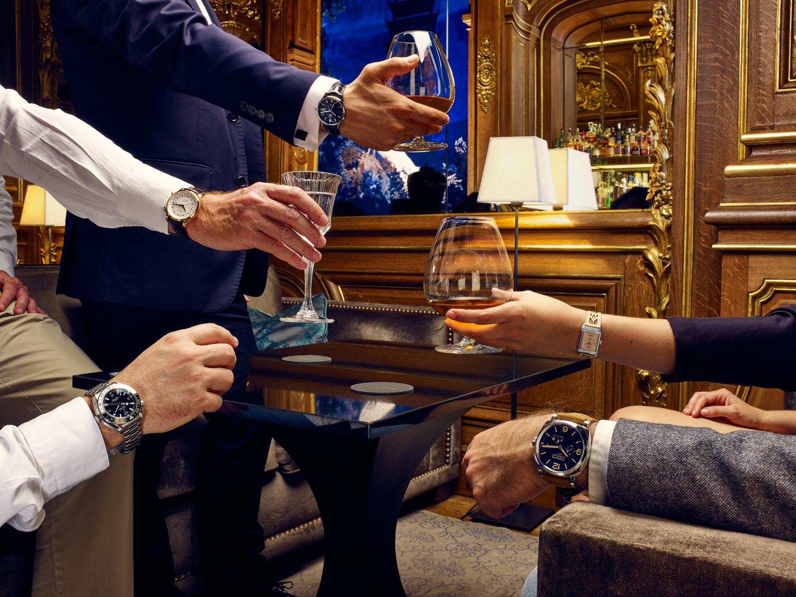 Montres à l'heure d'aller boire un verre - Management